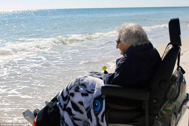 Мечтой столетней Руби Холт было увидеть океан. Для этого ей пришлось проехать каких-то 650 километров.