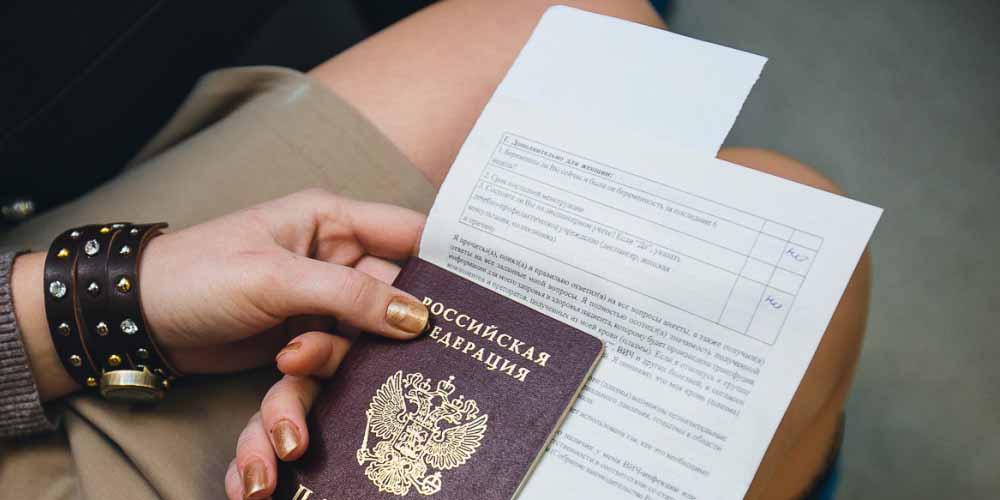 Кремль осудил отказы в выдаче виз жителям Крыма