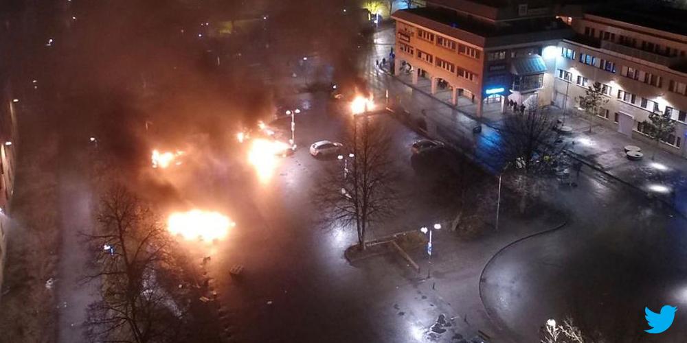 В Стокгольме мигранты забрасывают полицейских камнями