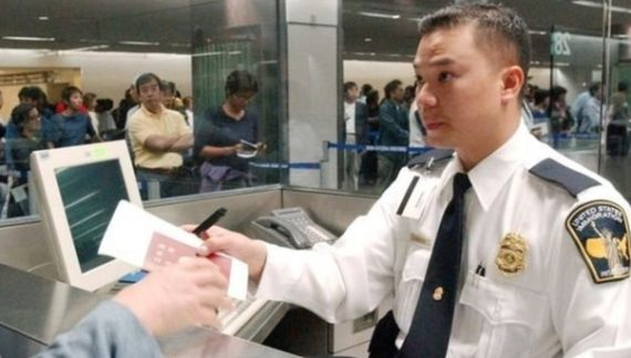 В США решили пересмотреть программу выдачи рабочих виз иностранцам