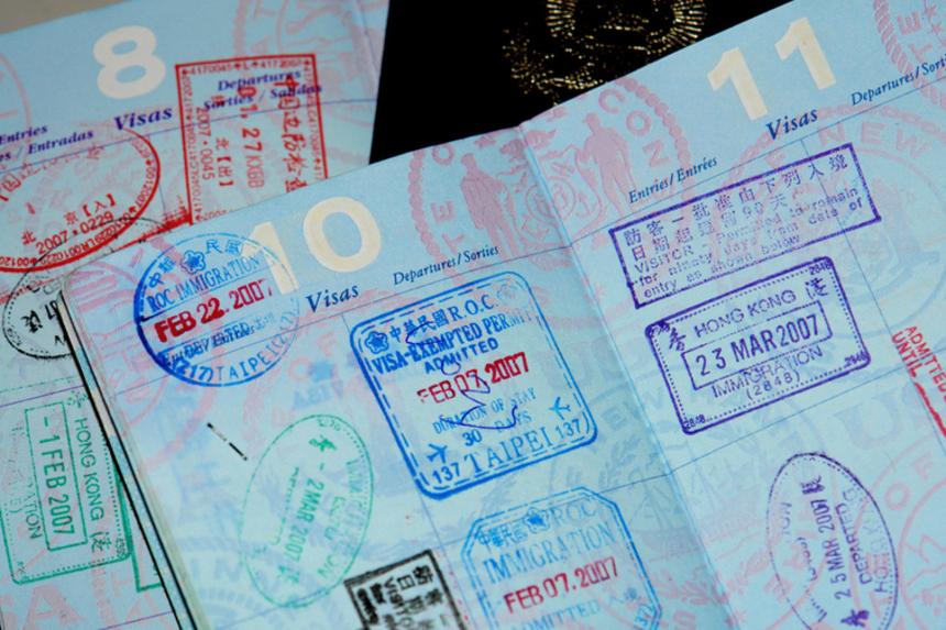 Паспортная индустрия приносит развитым странам миллиарды евро
