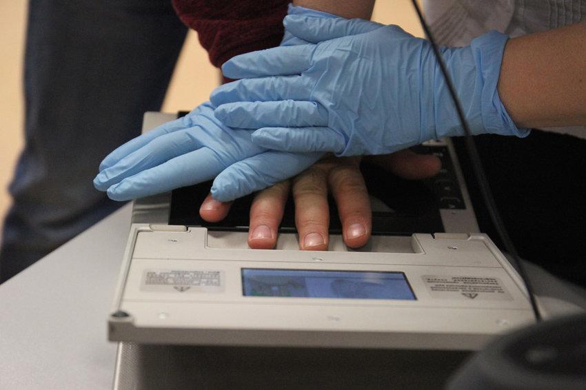 В 2019 году МВД Российской Федерации будет снимать отпечатки пальцев у иностранцев