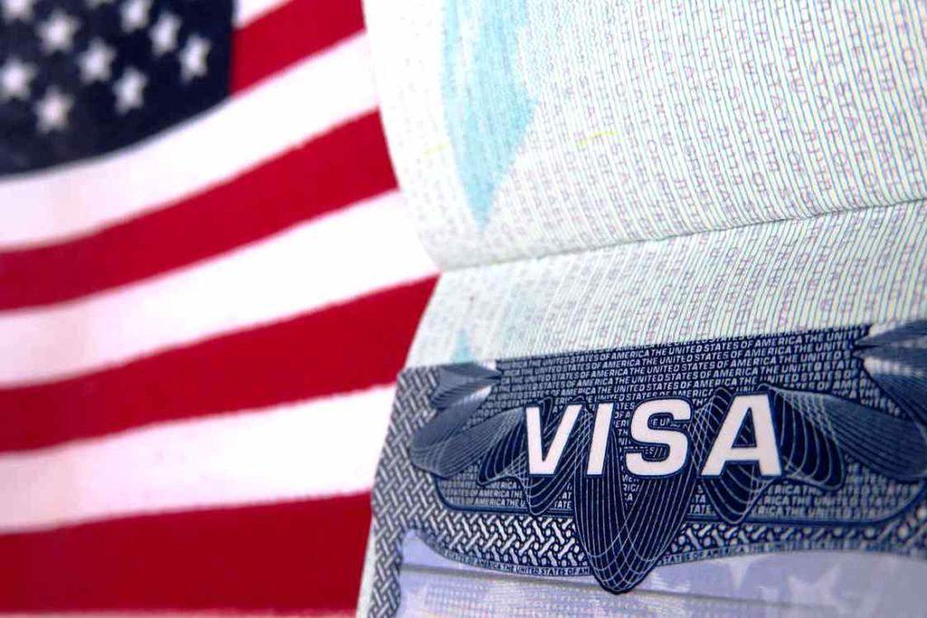 Американские власти возобновляют собеседования для соискателей американских виз в трех регионах Российской Федерации