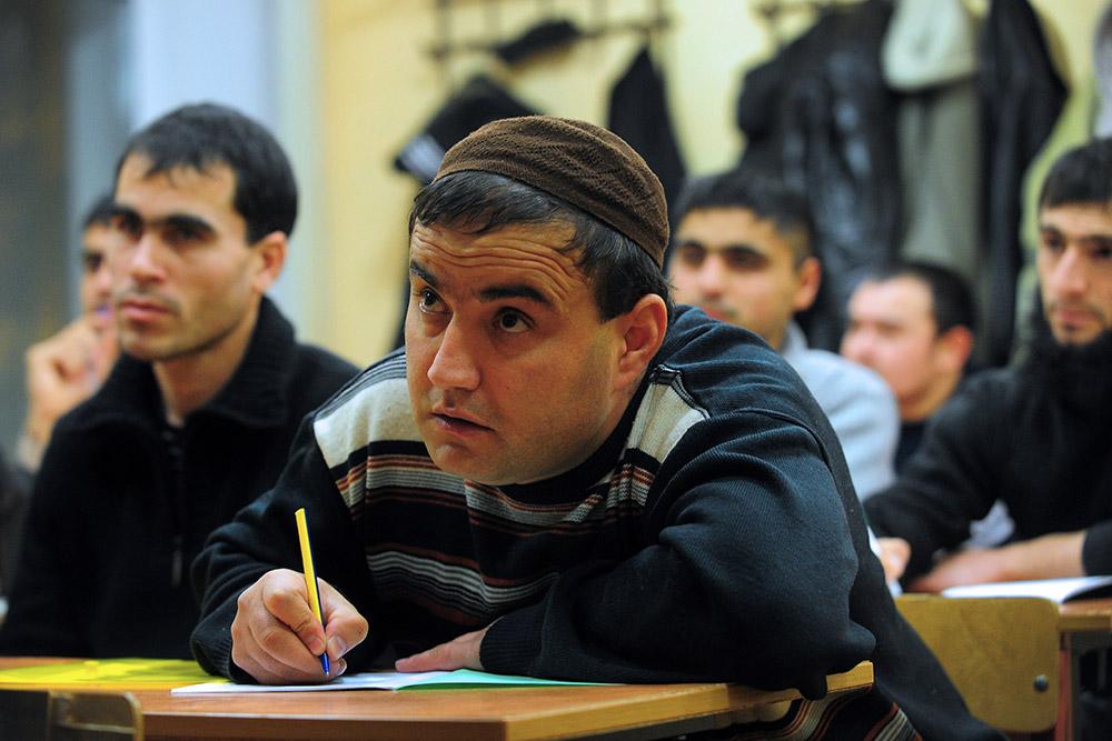 Можно ли удержать и увеличить поток трудовых мигрантов в Россию?