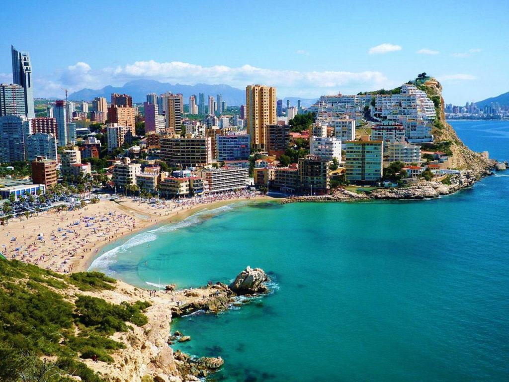 Испания: стоит ли вкладывать свои деньги в недвижимость этого государства?