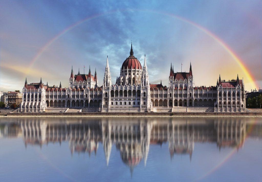 Увеличилось количество мигрантов, которым Венгрия дает вид на жительство