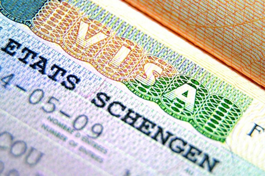Еврокомиссия в скором времени поднимет цены на визы