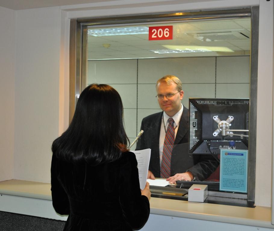 Русские жители получают визу в США целый год