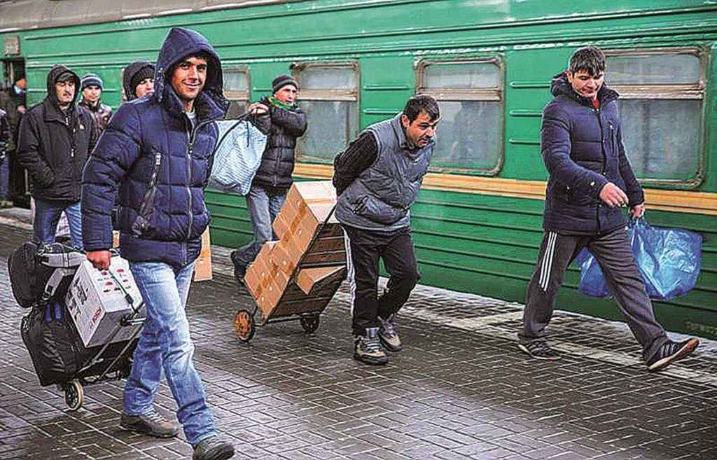 В Россию стали реже приезжать мигранты