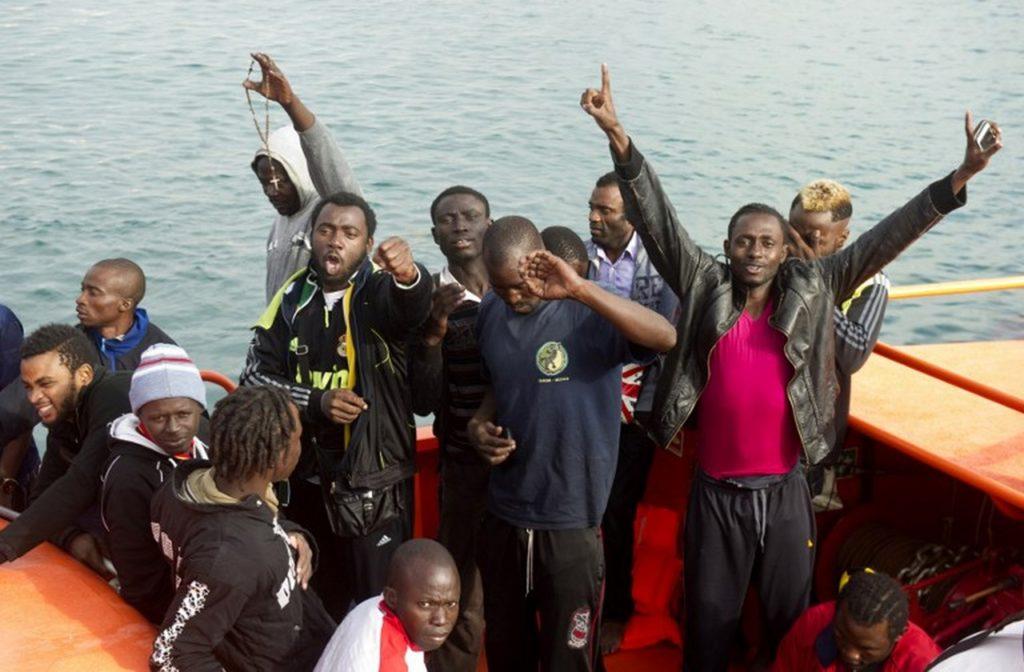 В интернете появилась видеозапись c нелегалами у берегов Испании