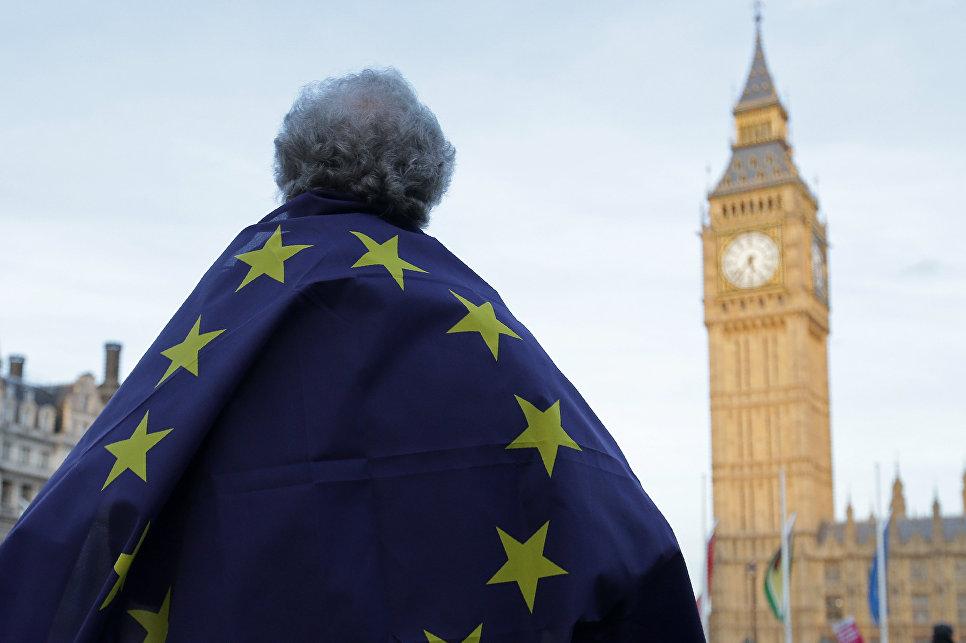 Британия изменит миграционную стратегию после выхода из ЕС