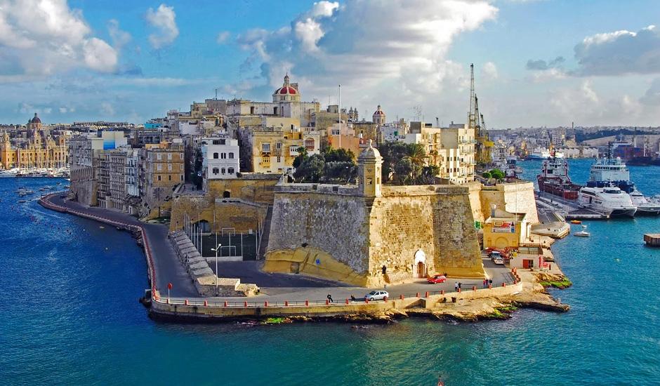 Россияне купили греческие «золотые визы» на 155 миллионов евро