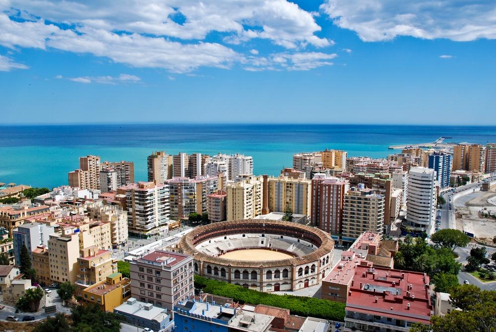 В Испании активно скупают недвижимость