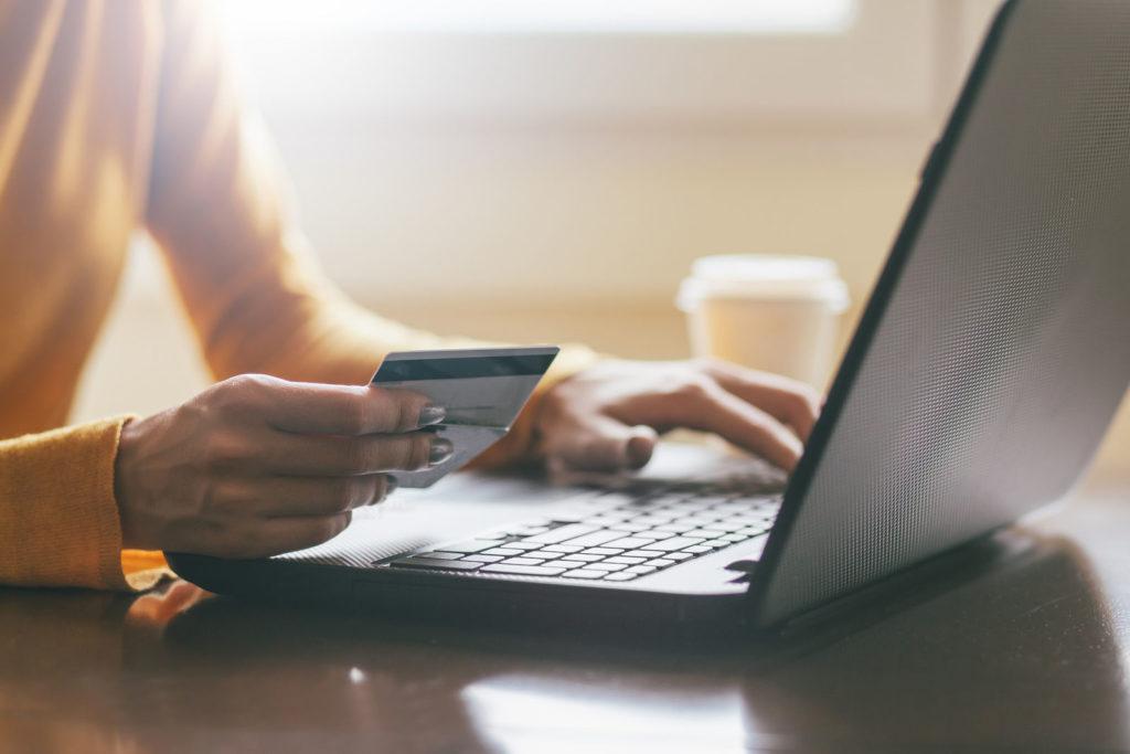 Как перевести деньги за границу при покупке жилья?