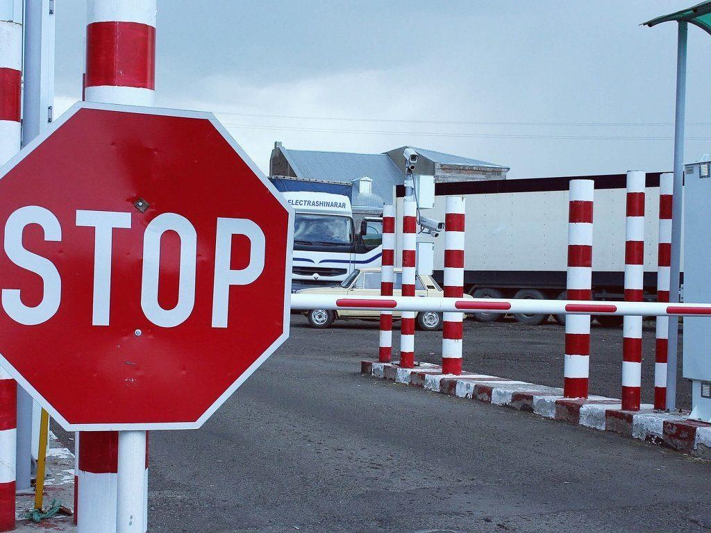 Почему российским мужчинам запретили въезд на территорию Украины? Детали события