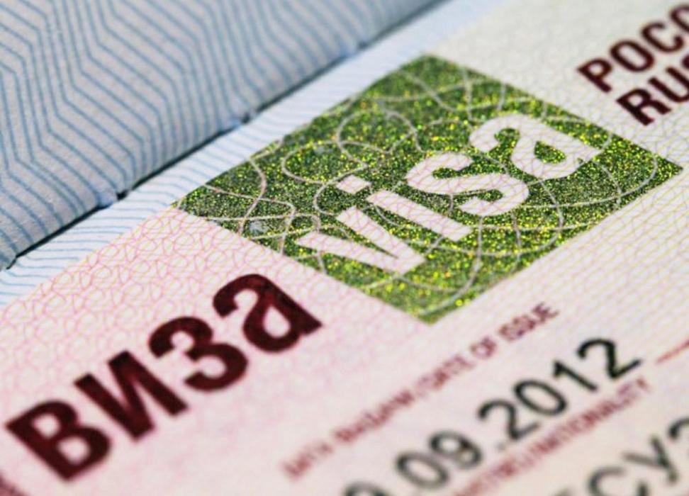 Большие шансы для внедрения электронных виз имеют Санкт-Петербург и Москва.