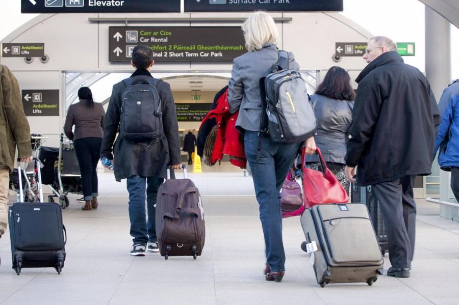 Из Латвии эмигрируют граждане: причины объяснил депутат из европейского парламента