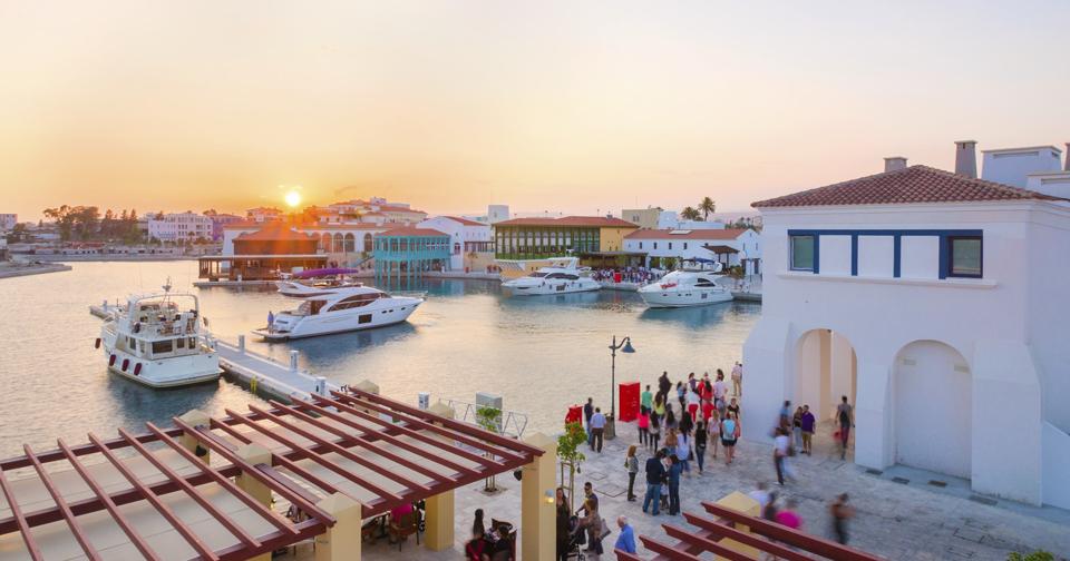 Выгода от получения гражданства на Кипре