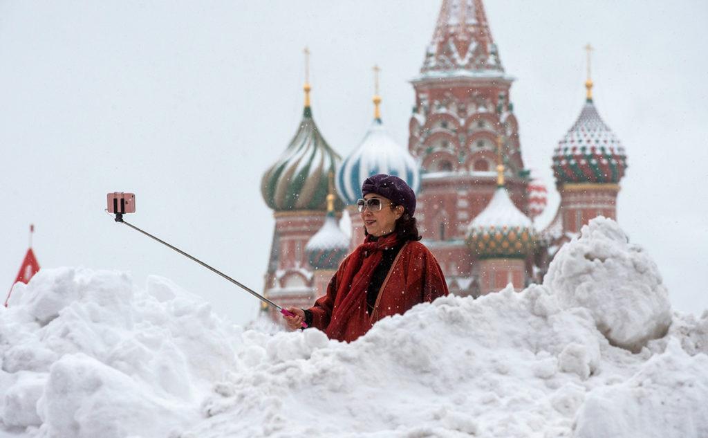 В ближайшем будущем россияне смогут пользоваться электронными внутренними документами и правами для управления автомобилем