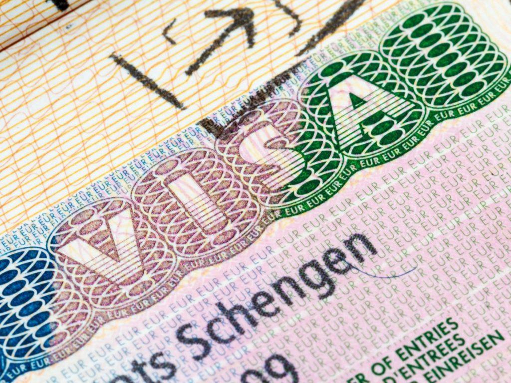 Американцев заставят оформлять визы для посещения Европы?