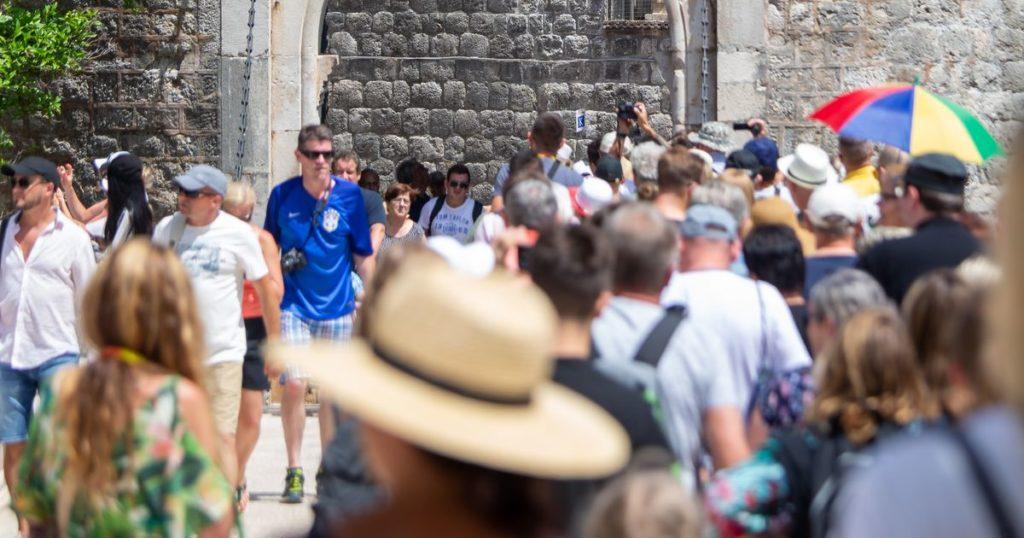 Европа: один из способов избавления от туристов – повышение стоимости билетов