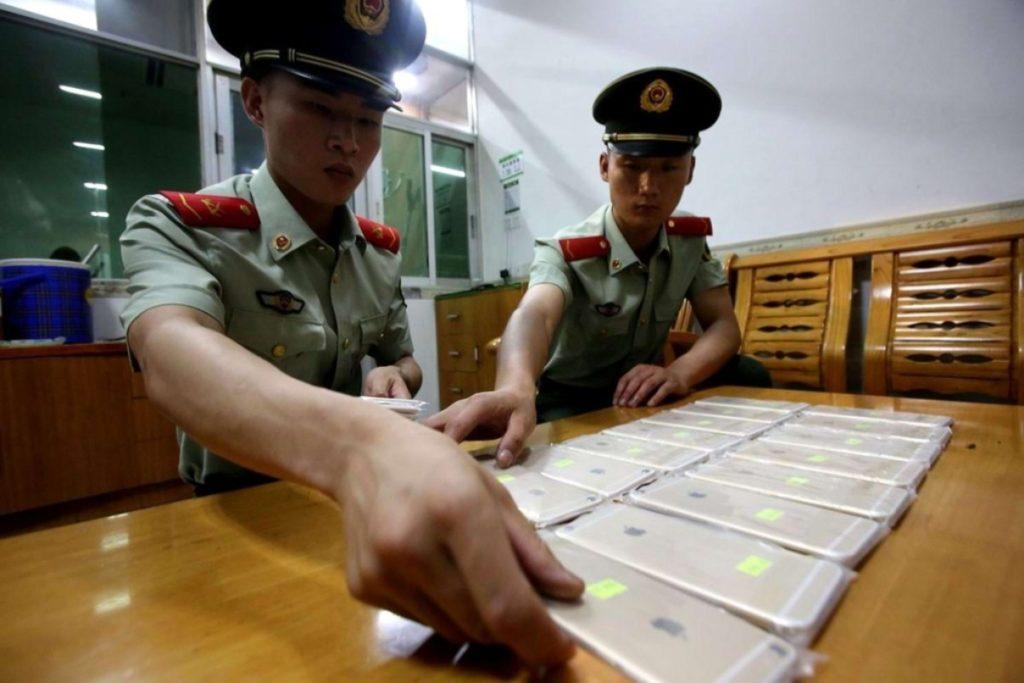Требование генконсульства РФ к Китаю: законность проверок сотовых телефонов у русских туристов