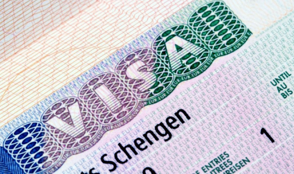 Как путешествовать, если при смене фамилии, Шенген остался в старом паспорте?
