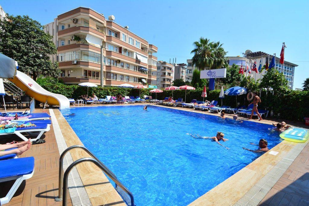 Снижение цен для российских туристов в отелях Турции