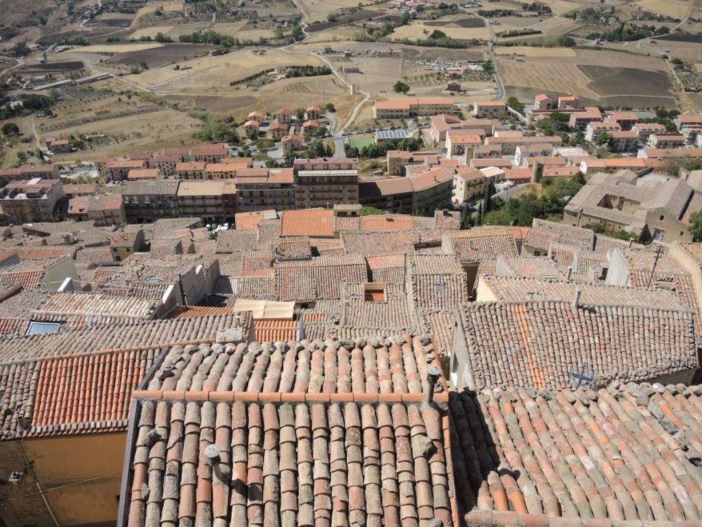 Власти Италии готовы платить приезжим 25 000 евро за возрождение умирающих городов