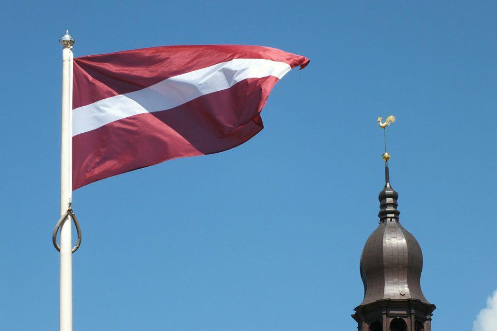 Политика властей Латвии ведет к замене миллионеров беженцами