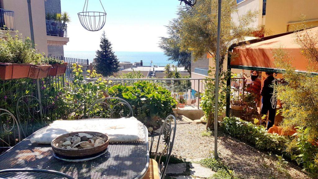 Маленькая квартирка в Италии с прекрасным видом на побережье