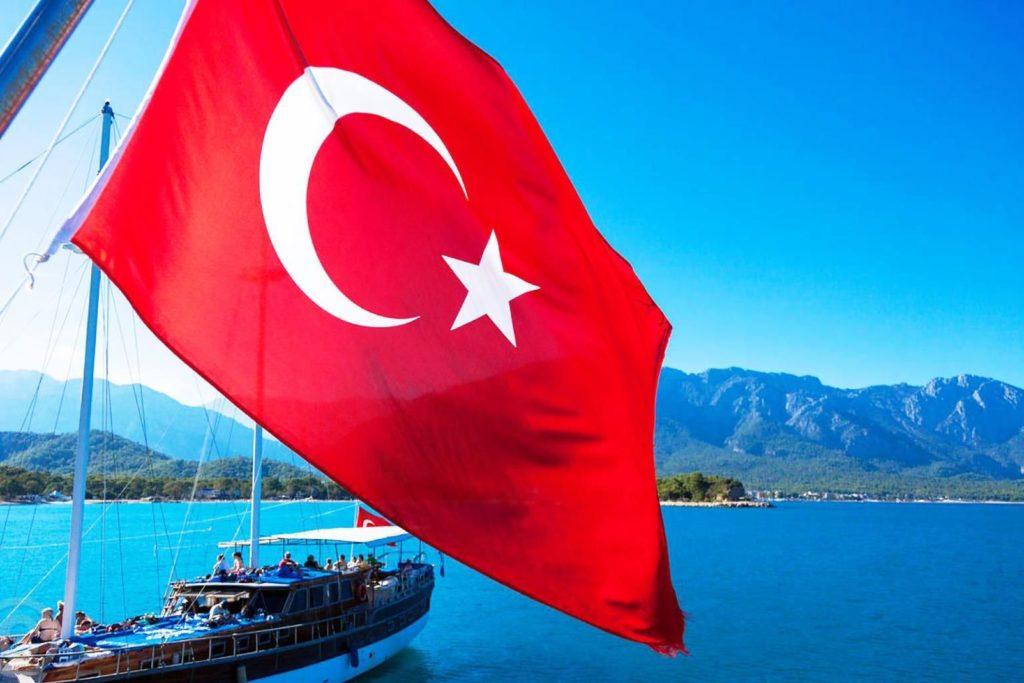 Турция сохраняет популярность, несмотря на опасность для туристов