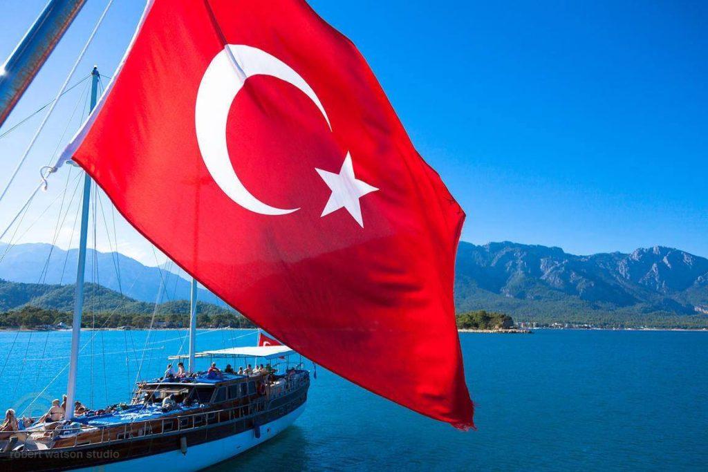 Закончилась эпоха, когда в Турции можно было работать по туристической визе
