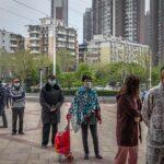 Китай открывает школы, а Франция закрывает туалеты
