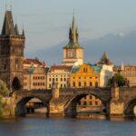 Карантин в Чехии отменен, но маски не сняты!
